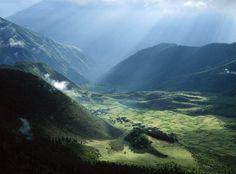 Os campos e as aldeias, no Tibete.