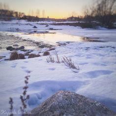 """Kappale luontoa ∆ Luontoblogi sanoo Instagramissa: """"#koski #rapid #whitewater #joki #river #auringonlasku #sunset #luontokuvaus #naturephotography"""" Joki, Mountains, Beach, Water, Travel, Outdoor, Instagram, Gripe Water, Outdoors"""