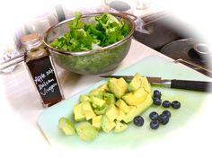 apple oak balsamico and pistachio oil for sweet ,tasty salad! lettus , avocados and blueberries. 量り売り店で手に入れたアップルビネガーと、ピスタチオオイルでドレッシング作り。レタス、アボカド、ブルーベリーで爽やかなサラダに!