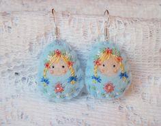 Boucles en feutrine poupées russes Petites Fées du Printemps : Boucles d'oreille par smaksall