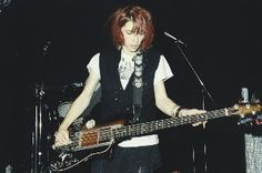 Sonic Youth Gear Guide: OVATION MAGNUM I BASS