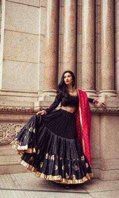 Choli Designs, Lehenga Designs, Blouse Designs, Garba Chaniya Choli, Lehnga Dress, Bandhani Dress, Indian Designer Outfits, Indian Outfits, Indian Dresses
