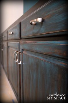 DIY Furniture Distressing turquoise and black distressed furniture. Furniture Projects, Furniture Makeover, Home Projects, Diy Furniture, Bathroom Furniture, Kitchen Furniture, Furniture Movers, Black Furniture, Antique Furniture