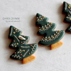 Christmas Tree Cookies, Iced Cookies, Royal Icing Cookies, Holiday Cookies, Christmas Desserts, Christmas Trees, Christmas Ornaments, Fancy Cookies, Cute Cookies