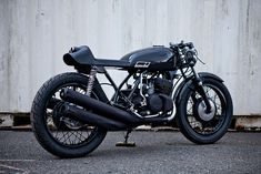 3 cylindres pour cette #Kawasaki #S1, ce qui donne une moto asymétrique du meilleur goût.