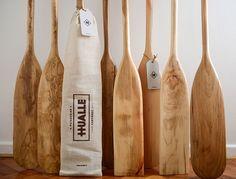 Hualle es una creación de Mario Coloma que partió por su inquietud de trabajar con madera. Mario trabaja con un par de artesanos y una tercera persona enca