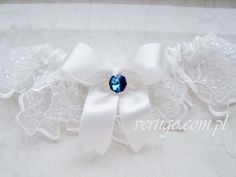 handmade garter with lace and blue crystal, source: http://www.vertigo.com.pl/projekty/podwiazki/#prettyphoto[gallery]/1/