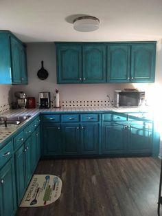Teal Kitchen Cabinets, Turquoise Cabinets, Chalk Paint Kitchen Cabinets, Diy Cabinets, Bathroom Cabinets, Turquoise Painted Furniture, Yellow Kitchen Designs, New Kitchen, Kitchen Ideas