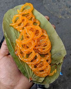 Jalebi - One of the Famous Dessert in India (So Yummy) Bangladeshi Food, Bengali Food, Indian Dessert Recipes, Indian Sweets, Indian Street Food, South Indian Food, Bhuna Chicken Recipe, Thandai Recipes, Famous Desserts