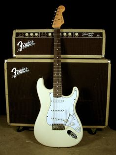 1962 Stratocaster Reissue and Fender Showman Guitar Rig, Jazz Guitar, Music Guitar, Cool Guitar, Rare Guitars, Fender Guitars, Fender Vintage, Vintage Guitars, Fender Stratocaster White