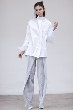 This Shirt Thomas Tait Hijab Fashion, Fashion News, Fashion Outfits, Minimal Fashion, White Fashion, Simplicity Fashion, Fashion Details, Fashion Design, Schneider