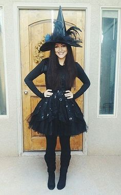 Make witch costume yourself - Karneval - Halloween Halloween Outfits, Disfarces Halloween, Black Girl Halloween Costume, Halloween Karneval, Diy Halloween Costumes, Cute Witch Costume, Costumes Kids, Vintage Halloween, Costume Ideas