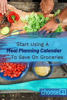 Meal Planning Calendar - Use this meal planning calendar to optimize your budget each time you go grocery shopping. Plan your meals in advance and save. Meal Planning Calendar, Meal Calendar, Meal Planning App, Online Meal Planner, Frugal Meals, Frugal Recipes, Food Hacks, Food Tips, Save Money On Groceries