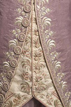 """1780 habit """"à la française"""", ensemble 3 pièces (detail)"""