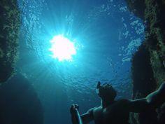 Schnorcheln auf Korsika, apnoe und tauchen in einer kleinen Höhle