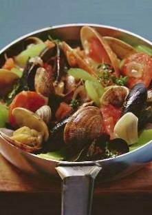 Recette de Fricassée de coquillages au cidre 500 Calories, Fish Dishes, Kung Pao Chicken, Entrees, Food And Drink, Beef, Cooking, Ethnic Recipes, St Jacques