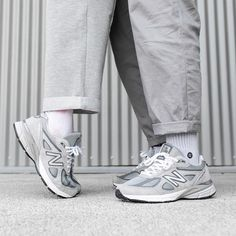 New Balance 990 skor New Balance Outfit, New Balance Shoes, Nb Sneakers, Socks Outfit, Sneak Attack, Dad Shoes, Fresh Shoes, Fashion Couple, Wardrobe Basics