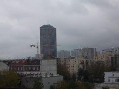 Seize novembre - Sonnet sur l'automne en ville - Le froid a jeté son voile au-dessus des toits Quelques grues aux poutrelles d'acier, (...)