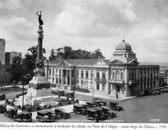 1926 - Palácio do Governo e o monumento à fundação da cidade de São Paulo, no Pátio do Colégio - então largo do Palácio. Foto de Theodor Preising. Acervo Instituto Moreira Salles.