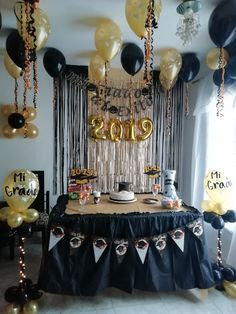 New Year's Eve Party Themes, Graduation Party Themes, Graduation Party Decor, Grad Parties, Birthday Parties, Simple Birthday Decorations, Party Centerpieces, Decoration Table, Birthday Celebration