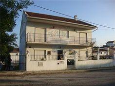 Moradia - T7 - Venda - Charneca de Caparica e Sobreda, Almada Portugal, Outdoor Decor, Home Decor, Sell House, Townhouse, Houses, Real Estate, Decoration Home, Room Decor