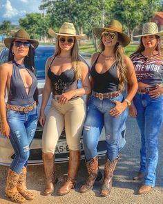 Image may contain: 3 people, people standing, shoes, hat and outdoor Hot Country Girls, Country Girls Outfits, Country Women, Cow Girl, Sexy Cowgirl Outfits, Vaquera Sexy, Moda Country, Rodeo Girls, Look Body