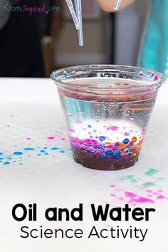 This oil and water science exploration is a fun science experiment for preschoolers and kids in early elementary. preschool Oil and Water Science Exploration Science Experiments For Preschoolers, Preschool Science Activities, Science Projects For Kids, Science Activities For Kids, Cool Science Experiments, Science Lessons, Activites For Preschoolers, Science Week, Water Crafts Preschool