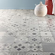 Gatsby white and gray cement tile floor and wall tiles - ftille Victorian Tiles, Victorian Bathroom, Floor Design, Tile Design, Hall Tiles, Decoration Gris, Tiles Texture, Style Tile, Tile Patterns