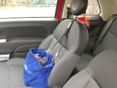 Nie mehr den Lippenstift unter dem Autositz suchen! Mit fixillo bleibt die Tasche auch in Kurven und bei Bremsmanövern, wo sie hingehört. www.fixillo.at