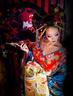 Beautiful Japanese Kimono / Geisha / Traditional Asian Fashion / Photography / Woman / Anime / Manga / Cosplay // ♥ More at: https://www.pinterest.com/lDarkWonderland/