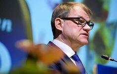 Pääministeri Juha Sipilä (kesk) ei halua kommentoida, miten Jussi Halla-ahon mahdollinen valinta perussuomalaisten puheenjohtajaksi vaikuttaisi hallitukseen.