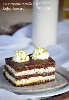 Cake with vanilla cream and marscapone. Romania Food, Romanian Desserts, Cake Recipes, Dessert Recipes, Oreo Dessert, French Pastries, Pastry Cake, Ice Cream Recipes, Cakes And More