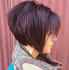 50 Short Choppy Hair Ideas for 2020 - Hair Adviser - - Looking for some short choppy hairstyles that will have you turn heads? Here are 50 personality-packing hairstyles for your inspiration! Short Hair Lengths, Short Hair With Layers, Short Hair Cuts For Women, Short Hair Styles, Short Stacked Hair, Short Textured Hair, Short Choppy Haircuts, Stacked Bob Hairstyles, Short Choppy Bobs
