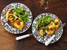 Jäikö aterialta broileria tähteeksi? Hyödynnä se maukkaaseen lämpimään kanaleipään. Lämmin leipä maistuu vaikkapa lounaana raikkaan salaatin kera.