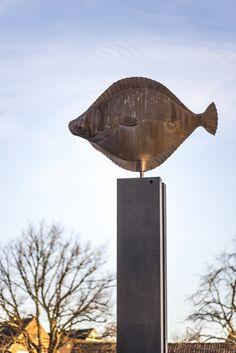 #Kiel Mit eine Länge von fast eineinhalb Metern ist der metallisch glänzende Butt schon eine ziemlich imposante Erscheinung. Dass er dann noch fünf Meter über dem Boden auf einer schwarz lackierten Doppe...
