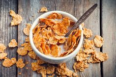 """We can't say it's surprising to see that cereals with the words """"froot"""" or """"chocolatey"""" slapped across their boxes contain added sugar and artificial colors. But did you know that certain """"good for you"""" cereals are as equally devious? Healthy Bedtime Snacks, Healthy Protein Snacks, Healthy Cereal, Dinner Recipes For Kids, Healthy Dinner Recipes, Breakfast Recipes, Healthy Eating Guide, Healthy Recipe Videos, Morning Food"""