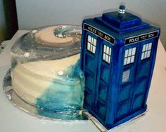 Just another cute nerd cake. I kind of like the swirl design. (Dr. Who Cake by Stacy Tichenor of Tasteful Artistry, http://tastefulartistry.blogspot.com/.)