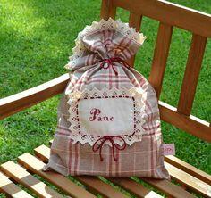 SACCHETTO PORTA PANE - Linea Burberry E' un pezzo assolutamente unico e originale questo sacco per contenere il pane realizzato con tessuto burberry