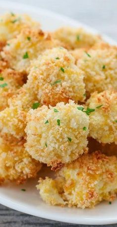 PARMESAN CAULIFLOWER BITES      Continue reading...    The post  PARMESAN CAULIFLOWER BITES  appeared first on  All The Food That's Fit To Eat .    http://allthefoodthatsfittoeat.com/parmesan-cauliflower-bites/