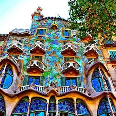 See why Barcelona is the most romantic city in the world! #Romance #Gaudi