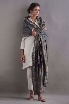 It comes with complimentary cotton pants and paired with pure pashmina shawl with gold printing and leather work. Pakistani Fashion Casual, Pakistani Dress Design, Pakistani Outfits, Indian Fashion, Pakistani Clothing, Abaya Fashion, Muslim Fashion, Indian Wedding Outfits, Indian Outfits