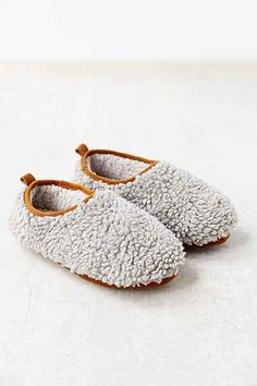 UO Fluffy Slipper - Urban Outfitters