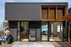 offSET Shed House in Gisborne, by Irving Smith Jack Architects, demonstrates New Zealand's affinity with coastal living with modern beach house shed design Shed Homes, Prefab Homes, Eco Homes, Shed Design, House Design, Sas Entree, Small Beach Houses, Woodland House, Beach Shack