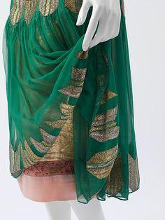 'Arrow of Gold' - Poiret (1924–25). Silk and metallic thread. Metropolitan Museum of Art, New York.
