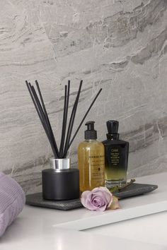 Creating the luxury spa retreat bathroom at home: Achieving a sense of 'luxury spa', is about both the look and feel. A space that appeals to, and engages, all the senses. Somewhere offering ambiance above all - that soothes and feels deliciously 'zen'. Spa Bathroom Decor, Bathroom Layout, Modern Bathroom Design, Bathroom Ideas, Zen Bathroom, Bathroom Organization, Bathroom Storage, Bath Ideas, Bathroom Mirrors