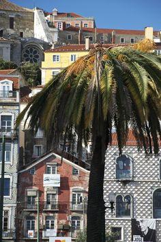 Casa dos Bicos, Lisboa, com a Sé em 2º plano