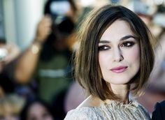 Keira Knightley - Really love her bob, if I were to go short again I would go for her hair style. Keira Knightley, Celebrity Hairstyles, Bob Hairstyles, Bob Haircuts, Corte Long Bob, Corte Bob, Fall Hair Cuts, Salma Hayek, Jennifer Aniston