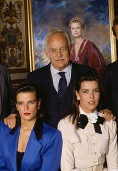 1989 - Prince Rainier of Monaco with his daughters Princesses Stephanie and Caroline                                                                                                                                                      Mais