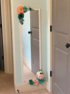 A few weeks ago I shared that we were redoing my daughter's room and it's finally done! Preteen Girls Rooms, Preteen Bedroom, Teen Girl Bedrooms, Big Girl Rooms, Tween Girl Bedroom Ideas, Bedroom Crafts, Room Ideas Bedroom, Teen Room Decor, Small Room Bedroom