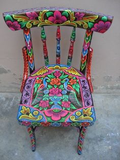 Definitely want to do this with my next table set! :) Hand painted chair #funkyfurniture